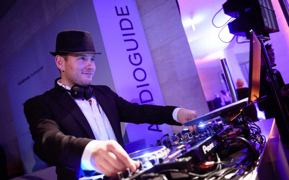 DJ Bensh live an den Turntables