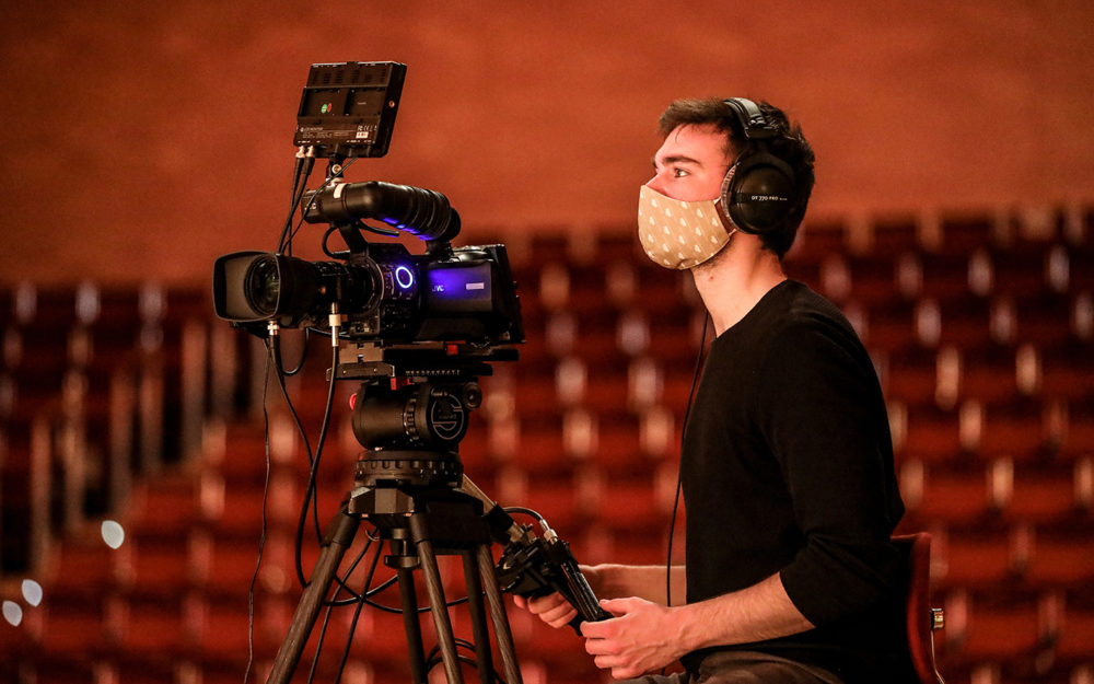 Kameramann im Vordergrund