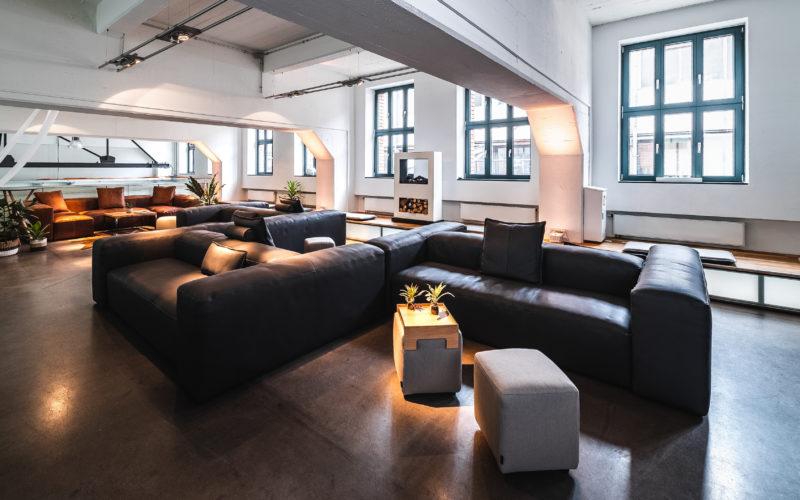 Lounge Sitzgelegenheiten mit Beistelltischen